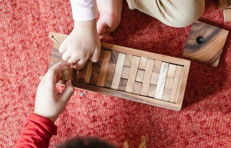Die Entwicklung von Kindern wird in den U-Untersuchungen begutachtet.